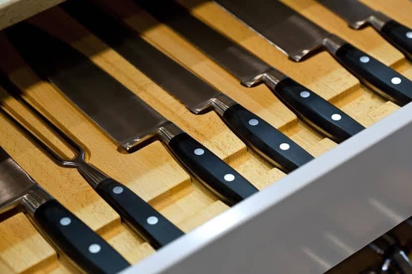 In-drawer knife organizer