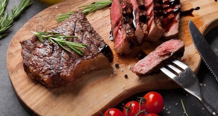 Should Steak Knives Be Serrated?