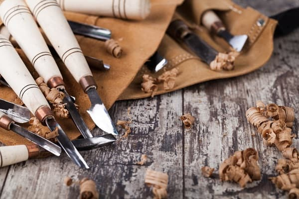 What Are the Best Wood Carving Knives for Beginners and Experts?