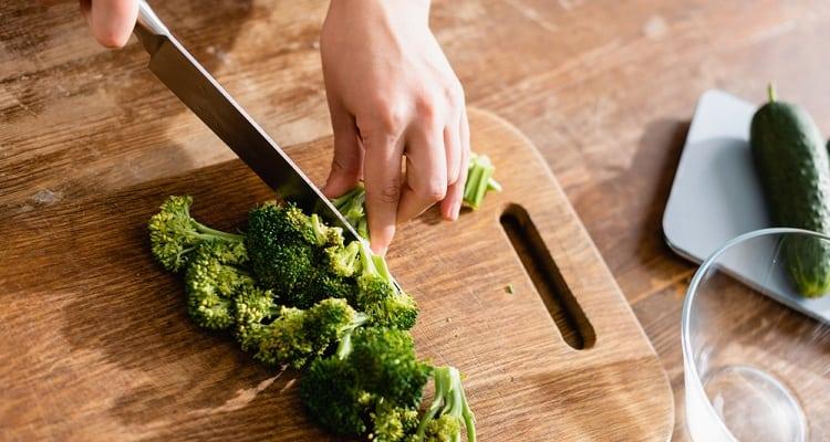 Nakiri vs Usuba Knife: Which Japanese Knife Is Best for Chopping Vegetables?