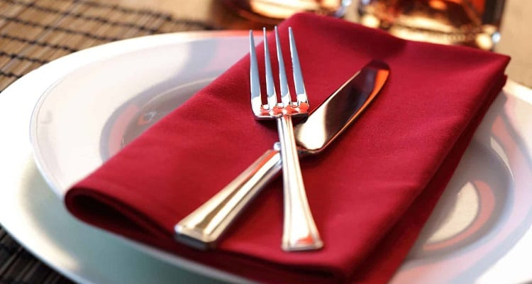 Steak Knife vs Table Knife: Which Is Better for Dining?